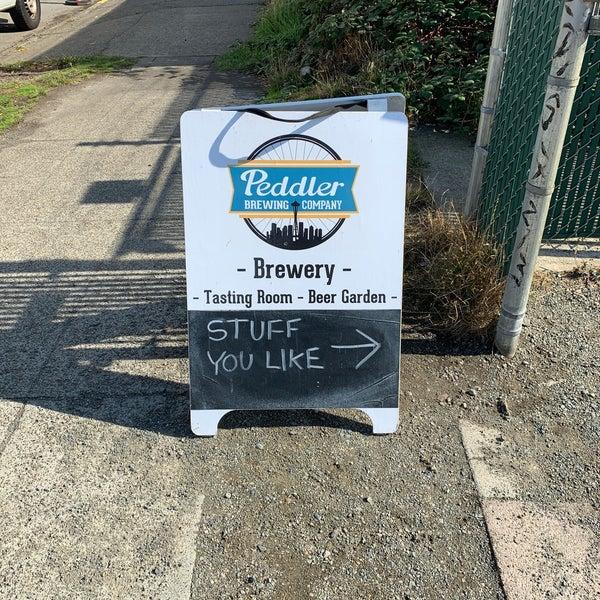 รูปภาพถ่ายที่ Peddler Brewing Company โดย Nicolas W. เมื่อ 10/6/2018