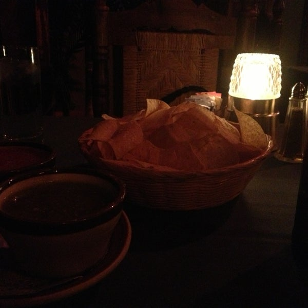 Das Foto wurde bei Javier's Gourmet Mexicano von Juan D. am 1/8/2013 aufgenommen