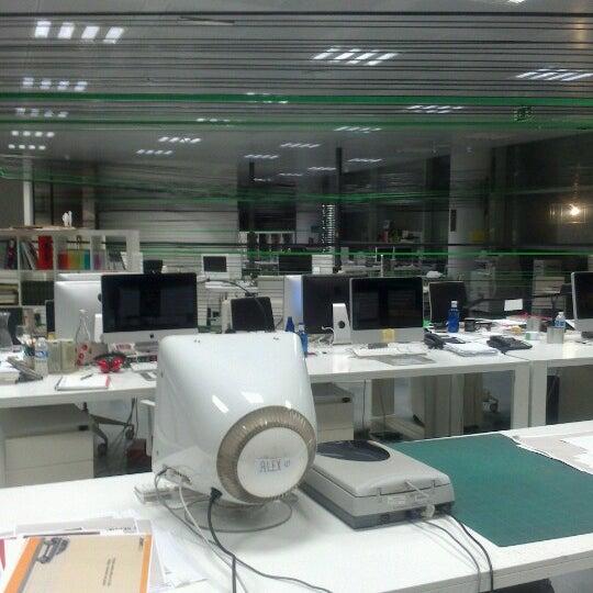 10/3/2012 tarihinde Koky B.ziyaretçi tarafından Leo Burnett Madrid'de çekilen fotoğraf