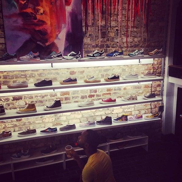 5/31/2014 tarihinde Josh R.ziyaretçi tarafından Sneaker'de çekilen fotoğraf