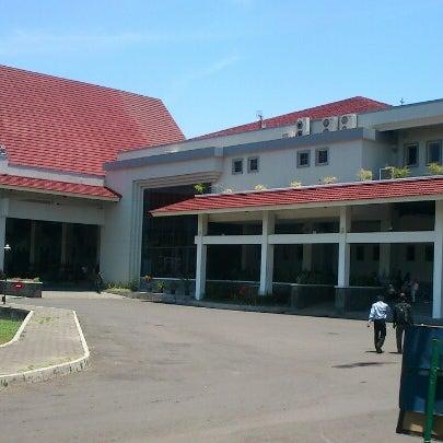 Das Foto wurde bei Jogja Expo Center (JEC) von lugaz l. am 10/11/2012 aufgenommen