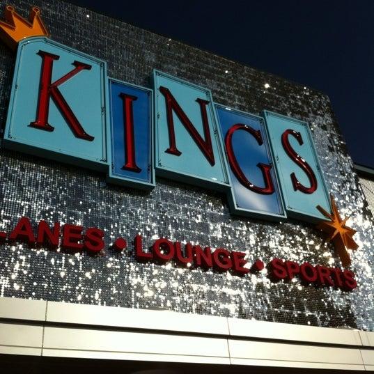 Снимок сделан в Kings Dining & Entertainment пользователем Danica G. 10/27/2012
