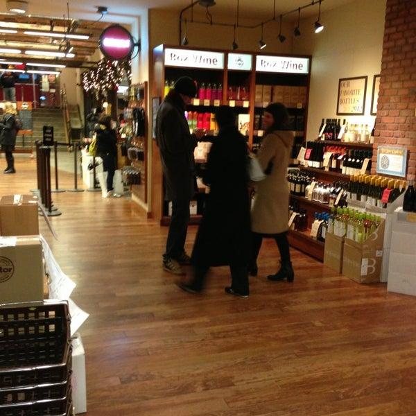 Foto tirada no(a) Astor Wines & Spirits por Patrick R. em 12/29/2012