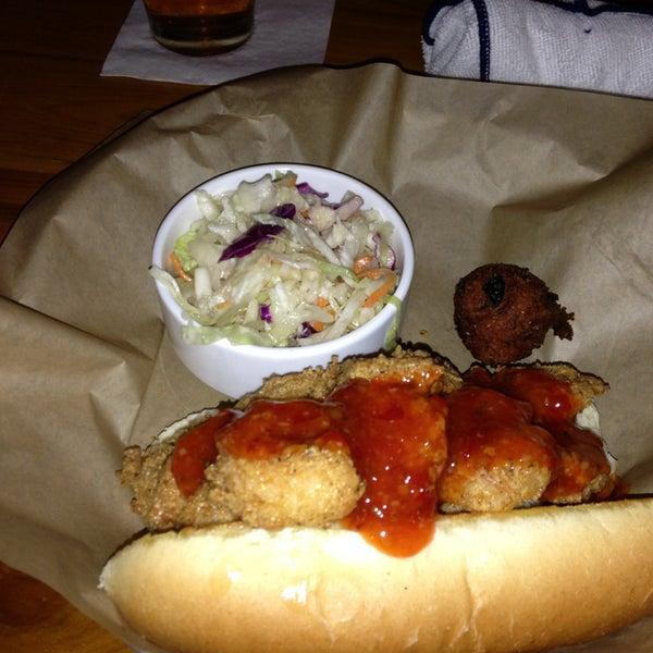 Foto tirada no(a) The Big Ketch Saltwater Grill por Pete K. em 1/10/2013