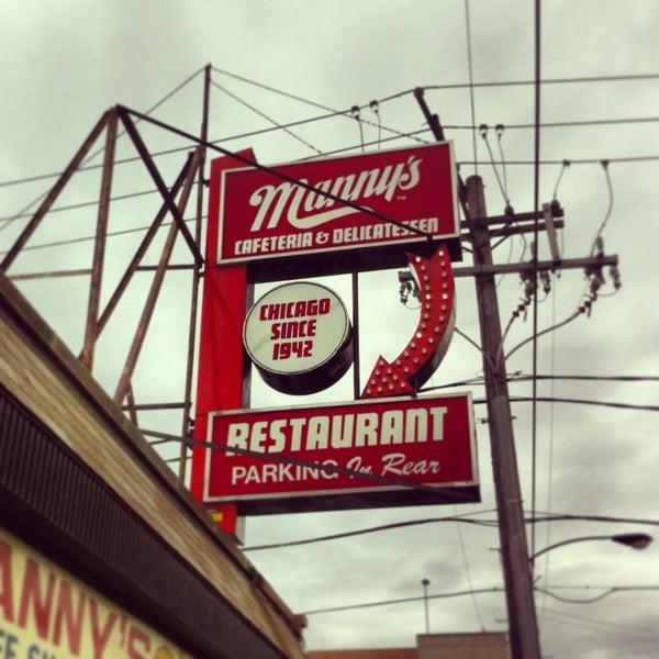 Foto diambil di Manny's Cafeteria & Delicatessen oleh Ryan O. pada 3/9/2013