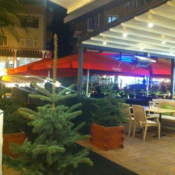 Foto tomada en Del Moon Coffee & Food & Hookah por Lo e te 💭 el 12/22/2012