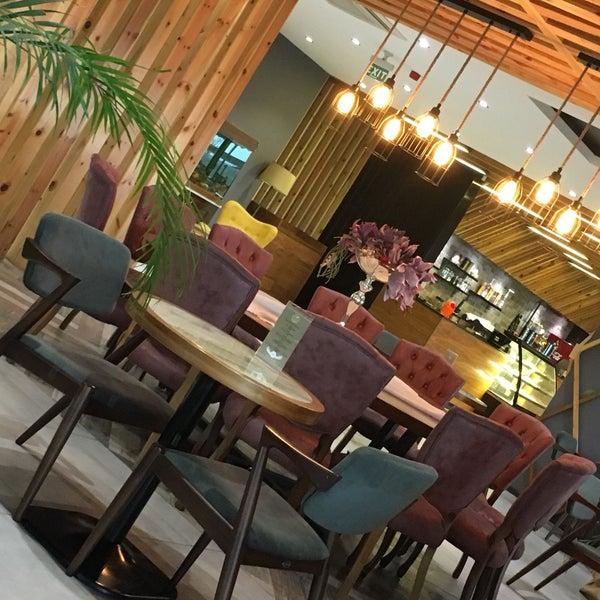 Foto tomada en Tria Restaurant Cafe por Fatoş Ş. el 12/22/2017