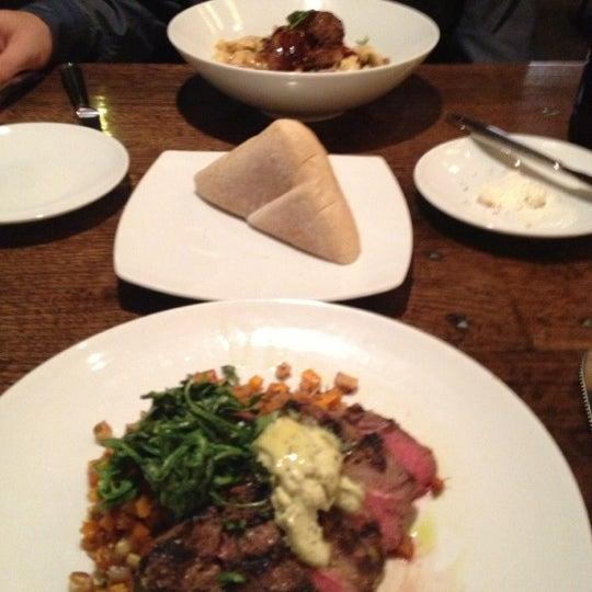 10/14/2012에 Jaclyn님이 Newport Grill에서 찍은 사진