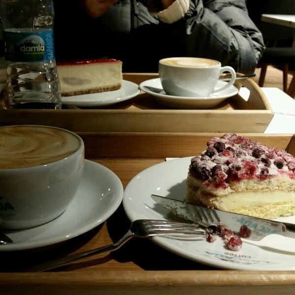 Das Foto wurde bei Cascada Coffee von Meltem V. am 12/21/2016 aufgenommen