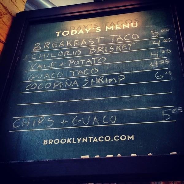 Снимок сделан в Brooklyn Taco Company пользователем Faye F. 7/6/2014