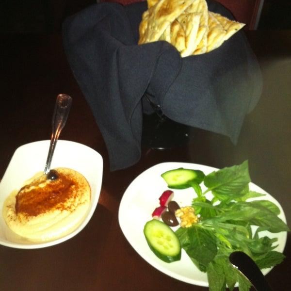 4/23/2013 tarihinde Rziyaretçi tarafından Sufi's Restaurant'de çekilen fotoğraf