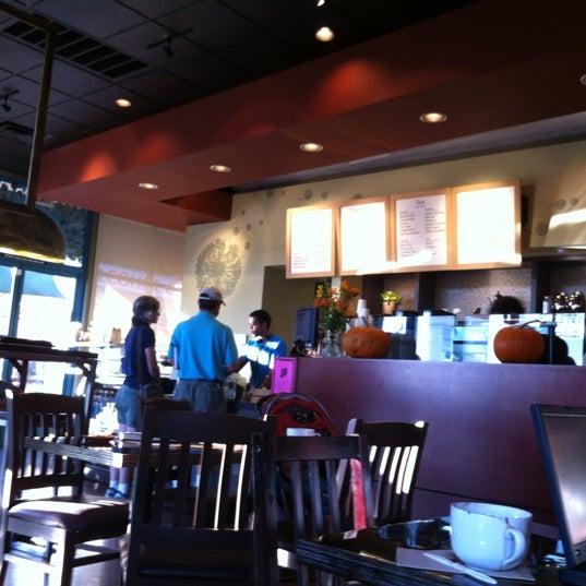 Снимок сделан в Sunrise Coffee пользователем Stephanie L. 11/6/2012