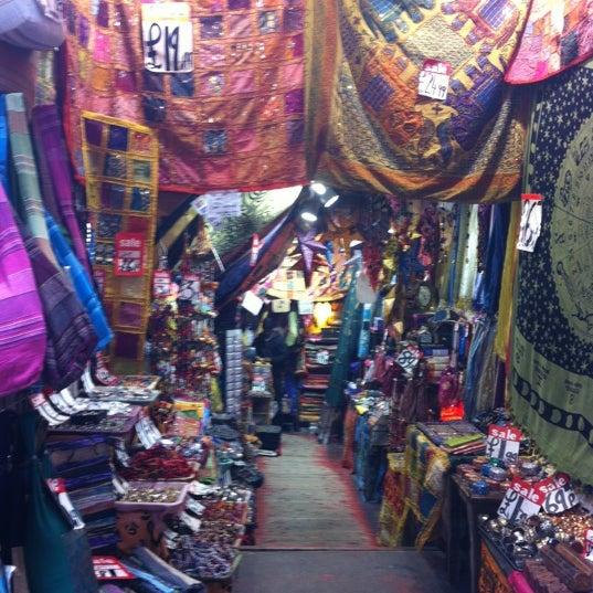 Foto tirada no(a) Camden Stables Market por Ezio em 4/22/2013