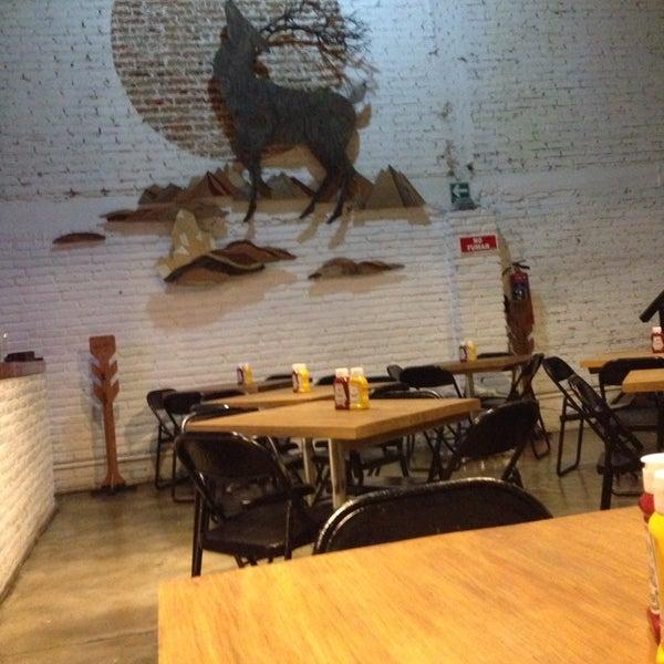 10/31/2013에 Diego R.님이 Smokey's Burger House에서 찍은 사진