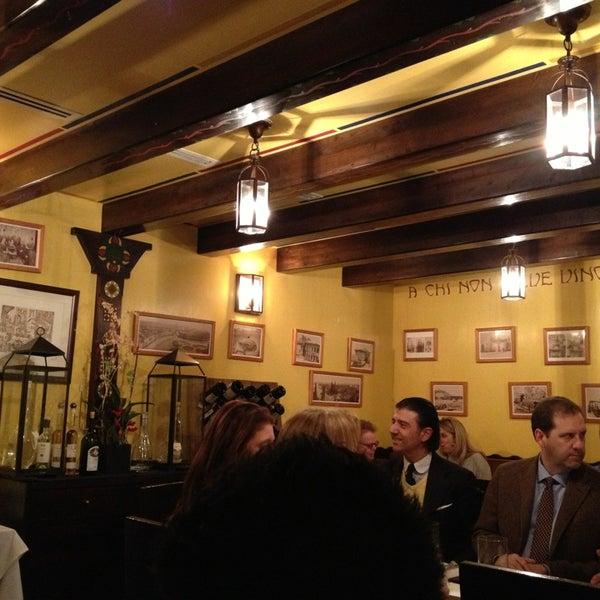 Foto diambil di Bottega del Vino oleh Gina M. pada 3/1/2013