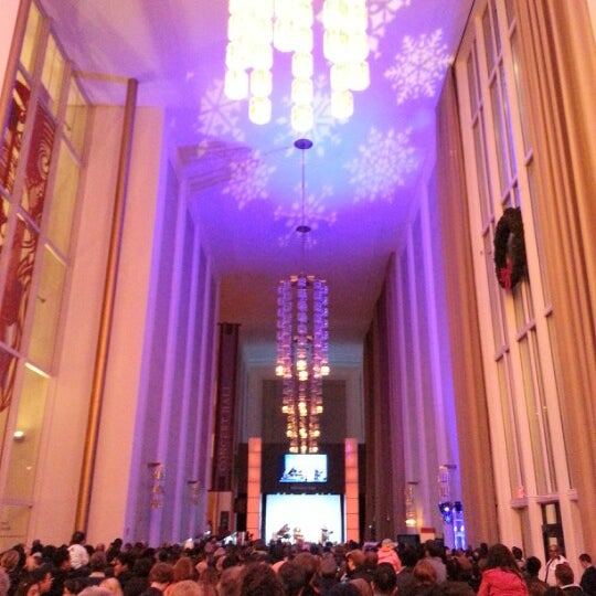 Снимок сделан в The John F. Kennedy Center for the Performing Arts пользователем Hyo-suk C. 12/25/2012