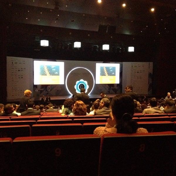 Das Foto wurde bei İstanbul Kongre Merkezi von Levent C. am 11/12/2013 aufgenommen
