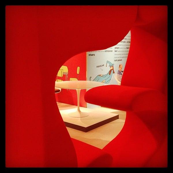 รูปภาพถ่ายที่ Design Museum Gent โดย Jeroen C. เมื่อ 3/22/2013