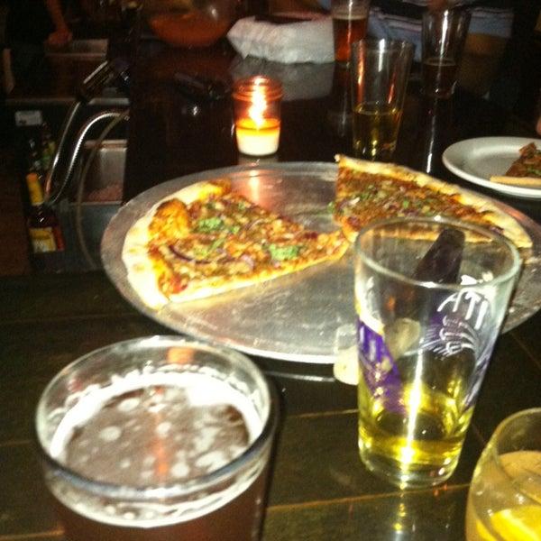 Foto tomada en Radius Pizza por Brian D. el 9/28/2013