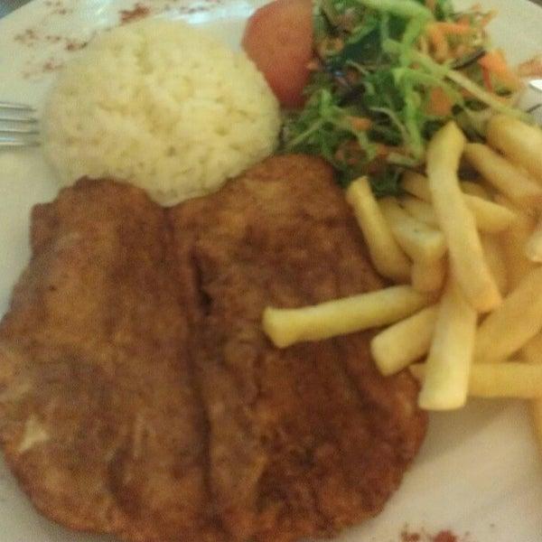 Foto tomada en Dudu Cafe Restaurant por Merve D. el 3/4/2013
