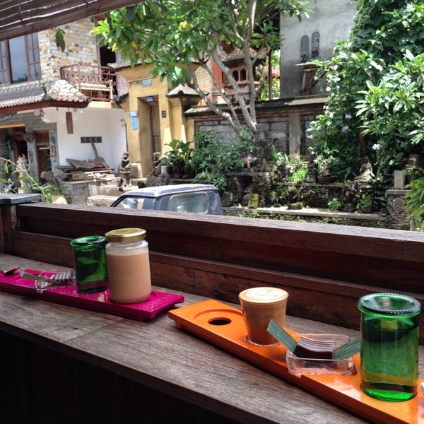 Foto scattata a Seniman Coffee Studio da meta p. il 12/6/2014