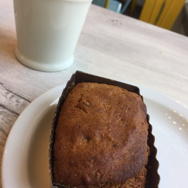 I'm often very skeptic hearing vegan and gluten free, since it often ends up being dry and loaded up w sugar. Eden seems an exception, as their breakfast sandwich & Hummingbird loaf was deli 👍🏼👍🏼