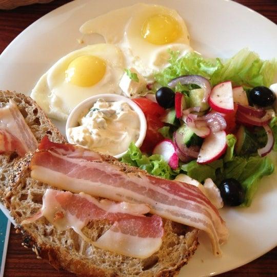 Снимок сделан в Круассан-кафе пользователем Van der Saar 11/11/2012