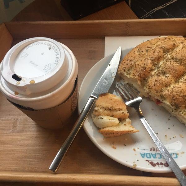 Das Foto wurde bei Cascada Coffee von Bedia K. am 3/2/2017 aufgenommen