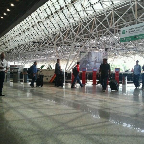 Foto tomada en Aeropuerto Internacional de Brasilia Presidente Juscelino Kubitschek (BSB) por Diogo C. el 11/22/2013