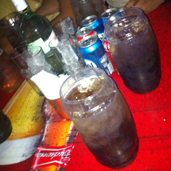 Foto diambil di College Bar oleh Keño R. pada 3/28/2013