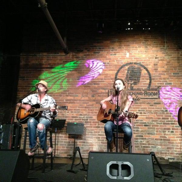 Foto scattata a The Listening Room Cafe da Samantha L. il 7/27/2013