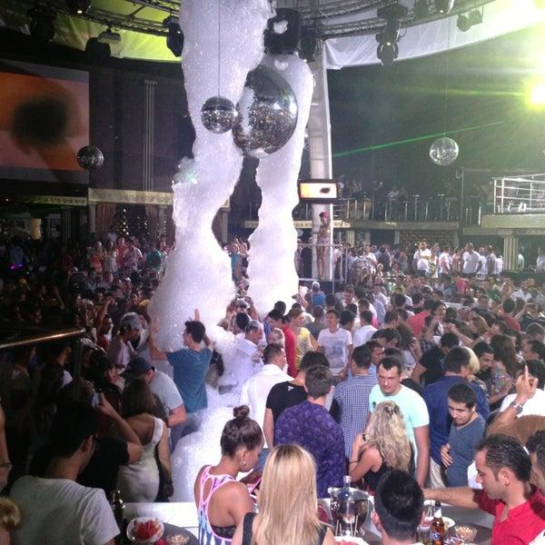รูปภาพถ่ายที่ Club Inferno โดย Yavuz T. เมื่อ 7/27/2013