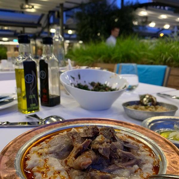 Das Foto wurde bei Seraf Restaurant von Ayla Polattimur am 7/25/2019 aufgenommen