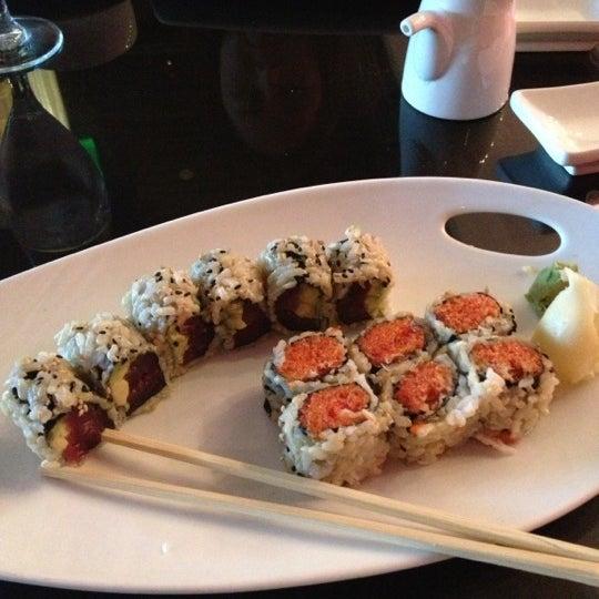Снимок сделан в Nisen Sushi пользователем Stephanie R. 12/17/2012