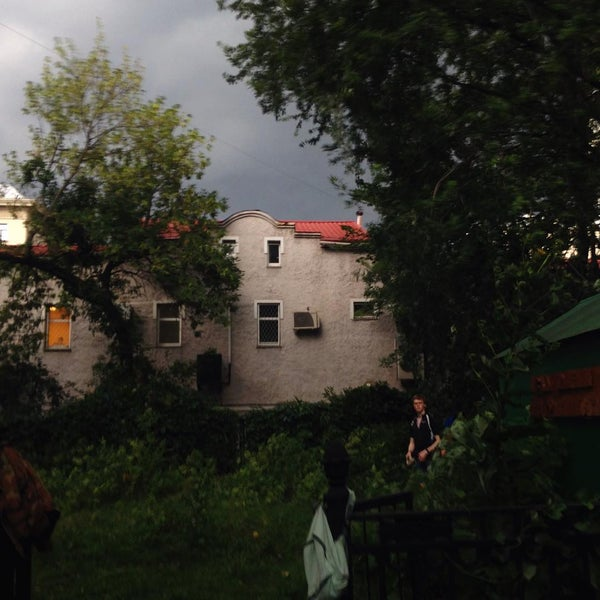 Das Foto wurde bei Сад им. П. И. Травникова von konstantin z. am 7/27/2015 aufgenommen