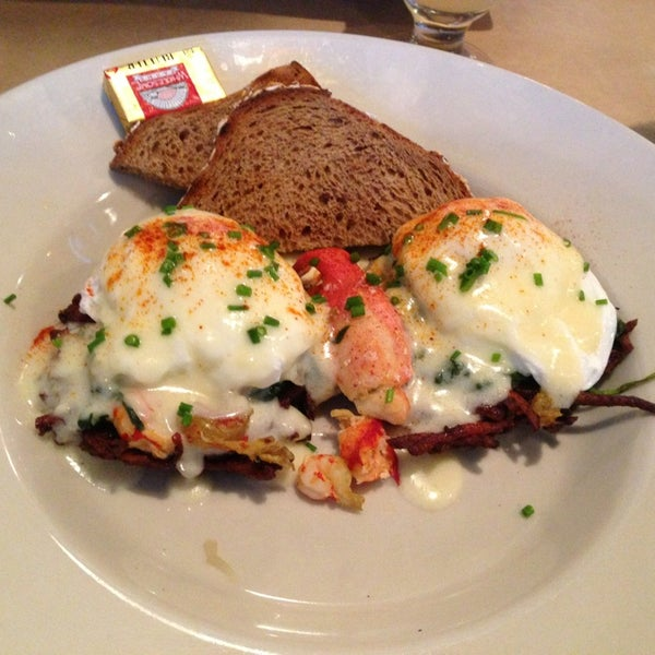 Brunch is great and seldom a wait for seating. Try the lobster/crawfish Benedict and $2 mimosa.