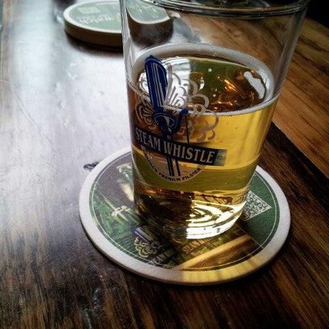10/13/2012 tarihinde Carlos P.ziyaretçi tarafından Steam Whistle Brewing'de çekilen fotoğraf