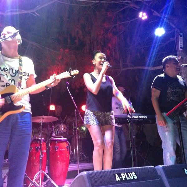 รูปภาพถ่ายที่ Paparazzi โดย Ayla Ş. เมื่อ 7/21/2013
