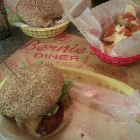 Foto scattata a Bernie's Diner da Carolo D. il 12/8/2012
