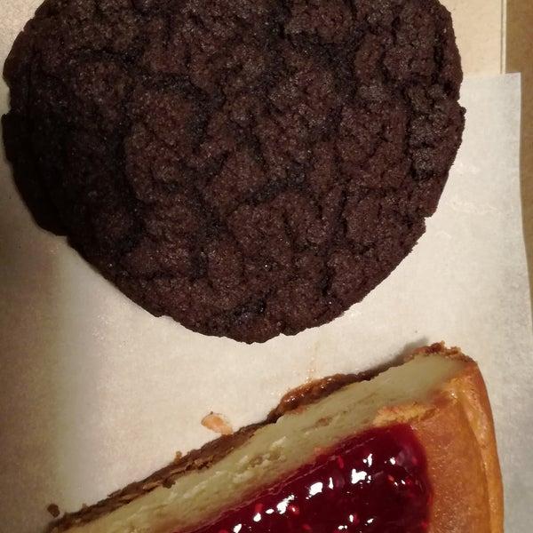La última que fui me dejó decepcionado, la porción del cheesecake era pequeña en comparación con las otras tortas y la oreo estaba rara. Preocupante, parece que haya bajado la calidad de ingredientes.