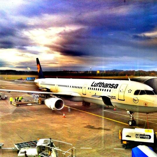 Das Foto wurde bei Edinburgh Airport (EDI) von Michael T. am 11/16/2012 aufgenommen