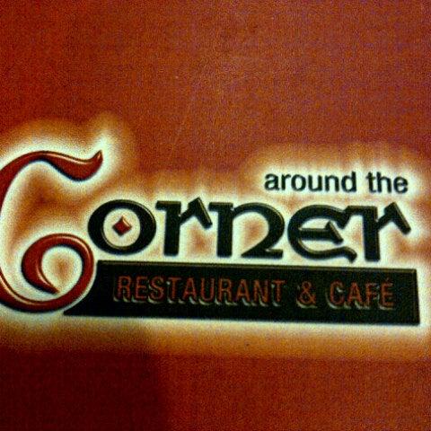 Foto scattata a Around The Corner Cafe da Sherif F. il 12/6/2013