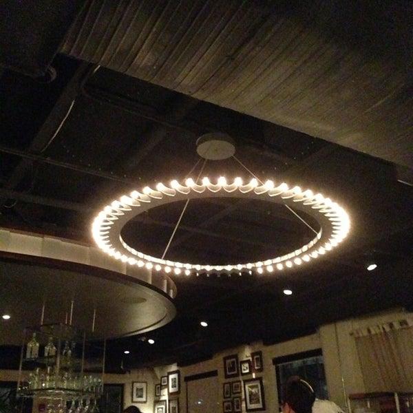 รูปภาพถ่ายที่ Ecco Midtown โดย Toby C. เมื่อ 2/11/2013