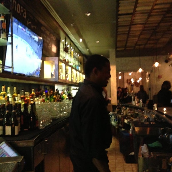 Photo prise au NoPa Kitchen + Bar par Toby C. le5/7/2013