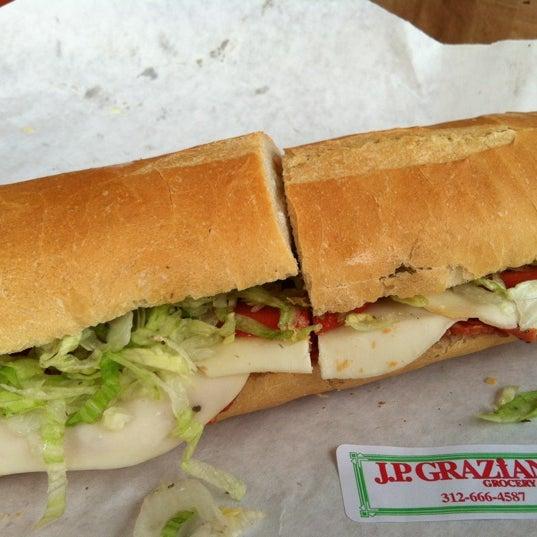 รูปภาพถ่ายที่ J.P. Graziano Grocery โดย Mick P. เมื่อ 10/1/2012