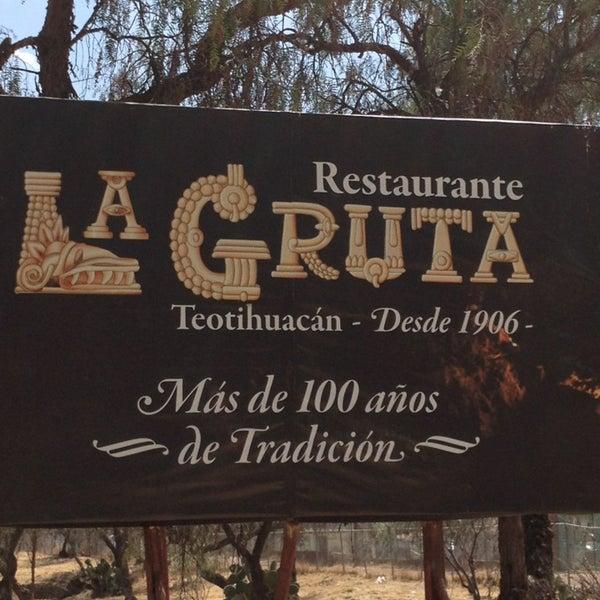 Foto tomada en La Gruta Restaurant por Ramon el 3/11/2013