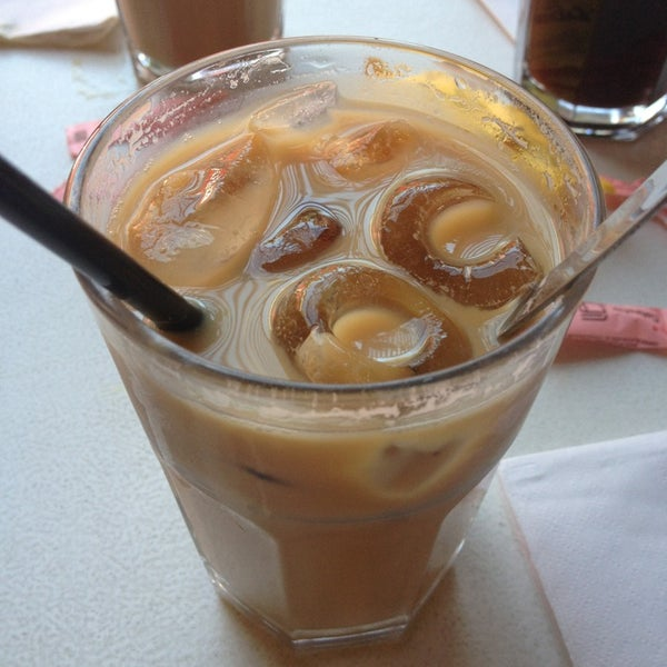 Снимок сделан в Mark's Deli & Coffee House пользователем Sam 1/26/2013