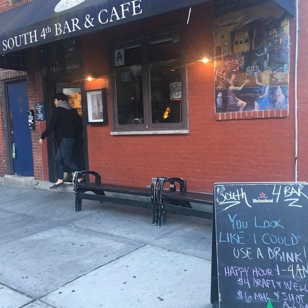 รูปภาพถ่ายที่ South 4th Bar & Cafe โดย Oliver K. เมื่อ 11/4/2016