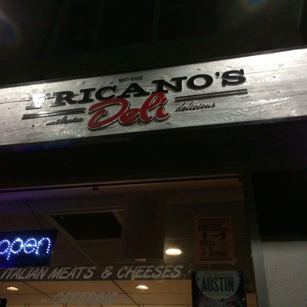 รูปภาพถ่ายที่ Fricano's Deli & Catering โดย Mike M. เมื่อ 2/22/2014