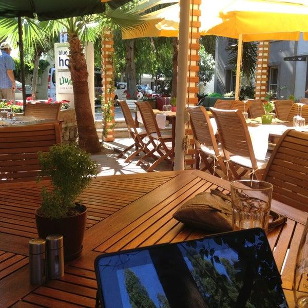 6/16/2013にBulent K.がLimoon Café & Restaurantで撮った写真